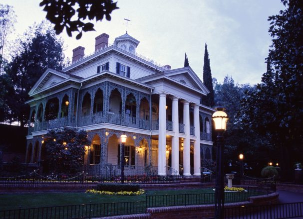 1970708870_DLR_Haunted_Mansion-exterior_dusk-e1481334240853