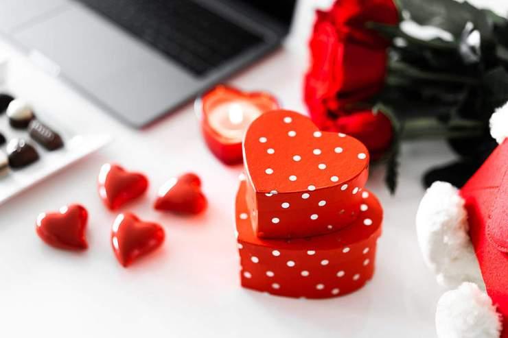 valentines-day-gift-box-1080x720.jpg